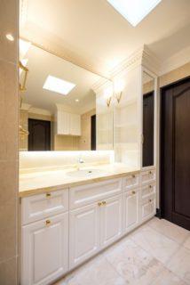 ★収納実例★収納アイディアが詰まったエレガントな洗面空間の画像